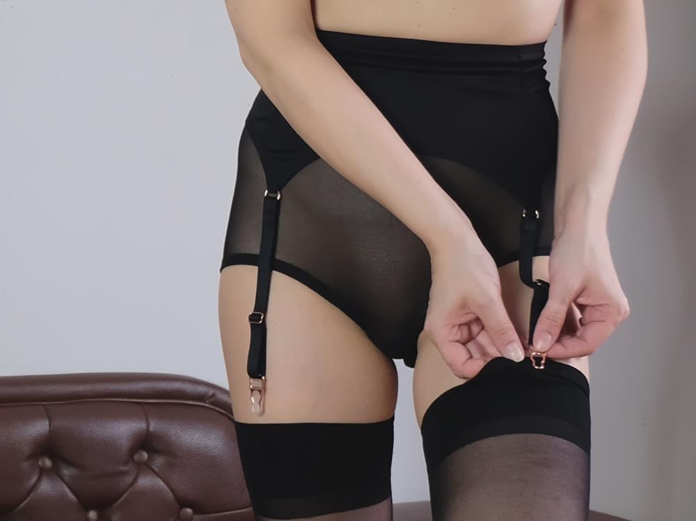 Strapsgürtel anstrapsen